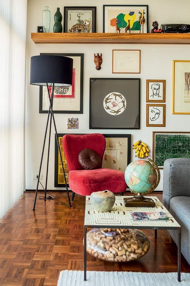 1c4a61e6d prateleira alta quadros decoracao sala de estar (2) - Viajando no ...